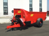 Manure spreaders with Front lateral spreading of 50q.li a 100 q.li