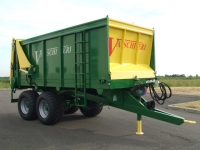 Manure spreaders with rear spreading of 100q.li a 200 q.li